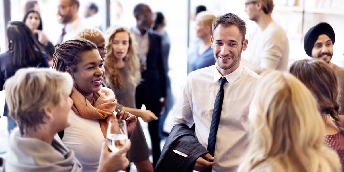 Menschen fröhlich miteinander - systematische Führungsentwicklung - Campus O.